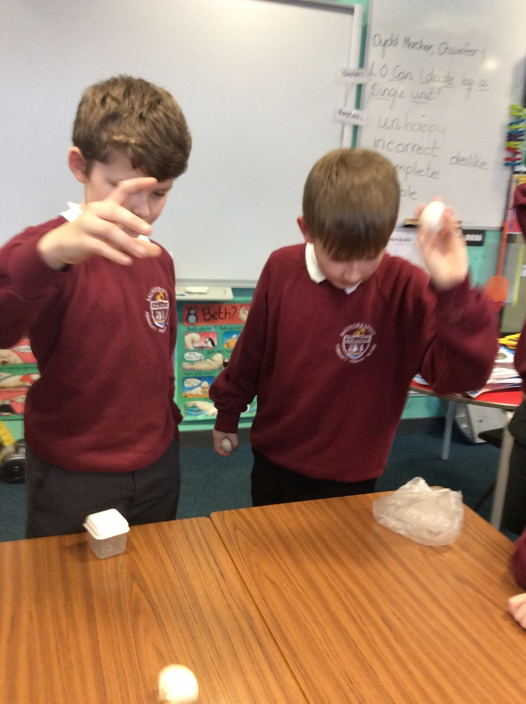Year 4 – Can a boiled egg bounce like a rubber ball?