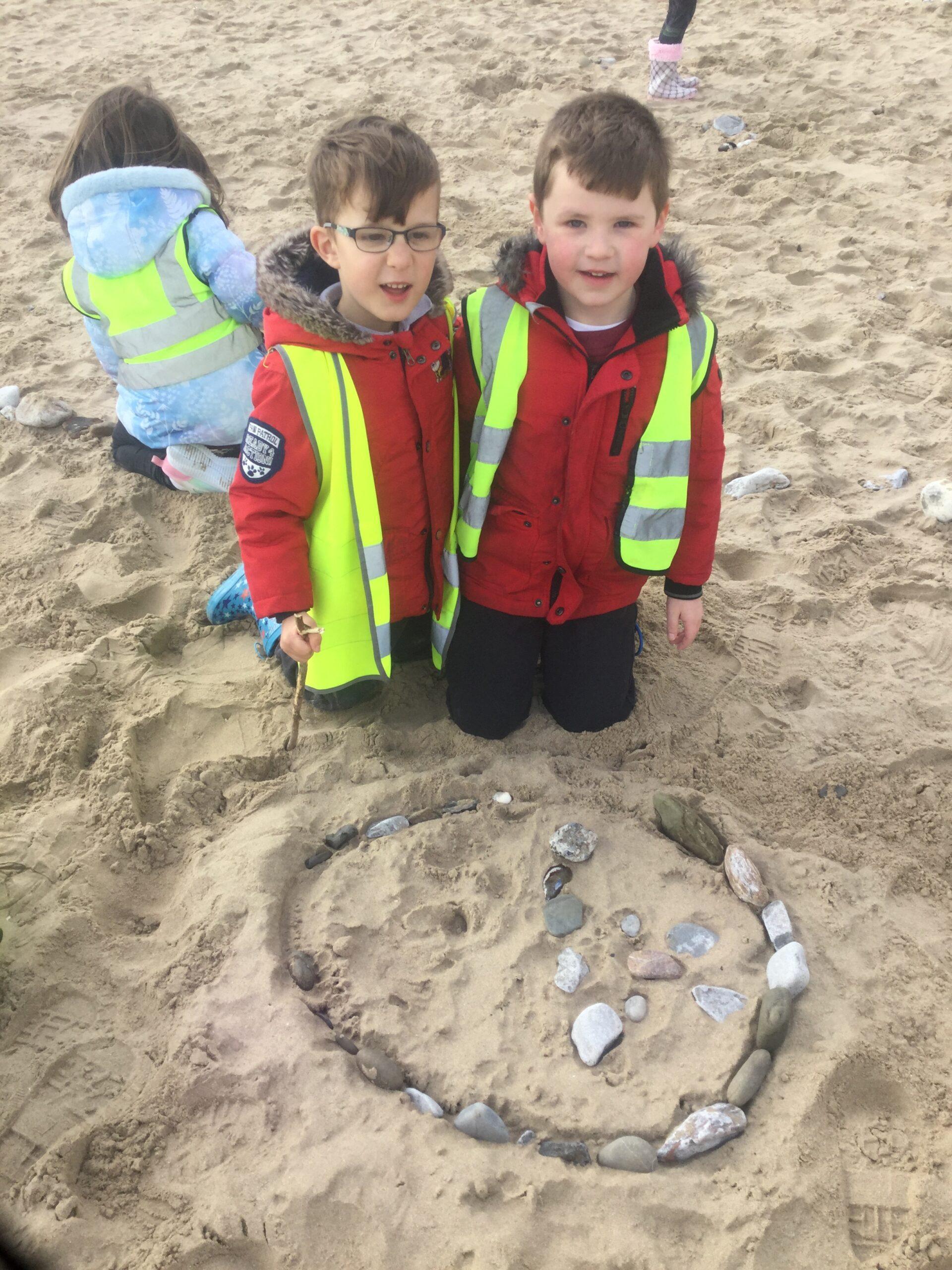 Dosbarth Coch  'Beach School'!